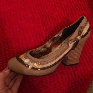 Vintage bow heels